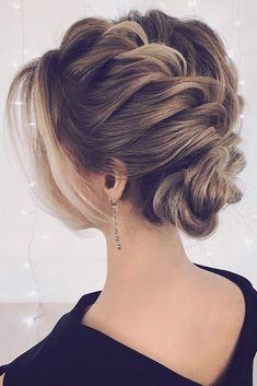 Best Formal Updo Ideas for Any Event picture2