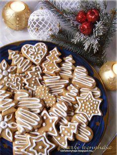 Barbi konyhája: Pihentetés nélküli - azonnal puha mézes! Hungarian Desserts, Hungarian Recipes, Bread Cake, Holiday Cookies, Cookie Jars, Gingerbread Cookies, Cookie Recipes, Food And Drink, Xmas
