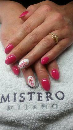 Vrolijke zomerse nagels voor bijvoorbeeld een Bruidsdame bij http://izanailsecrets.nl