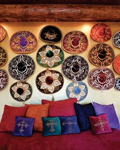 21 Mexican Restaurant Decor Inspiration - While perhaps it doesn't seem so, but among the very best marketing strategies for restaurants is to get a name that's intriguing. by Joey Mexican Wall Decor, Mexican Restaurant Design, Mexican Bedroom Decor, Mexican Style Decor, Restaurant Bar, Southwestern Home, Southwest Decor, Mexican Hacienda, Mexican Patio