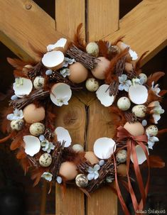 velikonoční věnce na dveře - Hledat Googlem Christmas Diy, Christmas Wreaths, Grapevine Wreath, Diy And Crafts, Centerpieces, Holiday Decor, Spring, Inspiration, Design