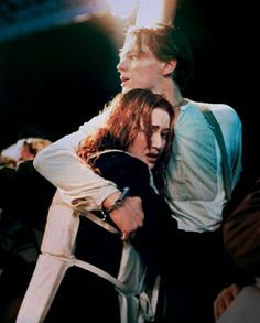 Titanic is one of those films that make you realize the power of cinema. I've compiled some of the best photos of the movie in which the costumes designed Titanic Rose, Rms Titanic, Titanic Movie Facts, Kate Winslet And Leonardo, Leonardo Dicapro, Leo And Kate, Jack Dawson, Young Leonardo Dicaprio, Movie Couples