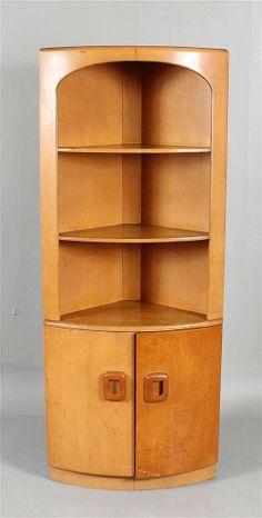 Lot 4158: HEYWOOD WAKEFIELD OPEN CORNER CUPBOARD - Apple Tree Auction Center | AuctionZip