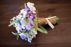DIY Tutorial Rustic Bridal Bouqet (2) http://www.capitolromance.com/2012/03/07/diy-tutorial-how-to-make-your-own-diy-wedding-bouquet/
