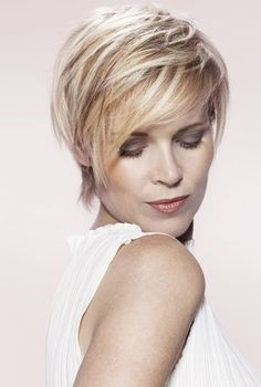 Coiffures, Coupe and Sharon stone on Pinterest