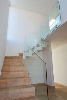 #Treppe aus Stein und #Glas