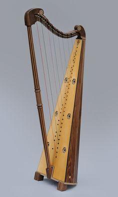 Spanish baroque Huete harp by Rainer Thurau