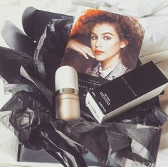 Marc Jacobs Beauty #CoconutGlow @Influenster #VoxBox. Such a gorgeous #summer #highlighter. Perfect #gold #glow.