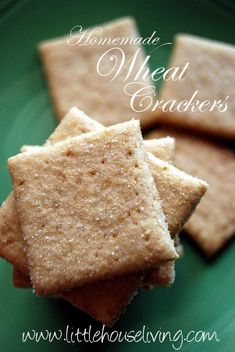 Homemade Wheat Thins made from freshly ground whole wheat. Bread Appetizers, Yummy Appetizers, Yummy Snacks, Snack Recipes, Yummy Food, Yummy Recipes, Whole Grain Crackers Recipe, Homemade Crackers, Bon Dessert