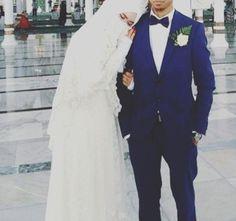 Halal love muslim love couple # peçe nikab kapalı çarşaf hicab hijab tesettür aşk çift düğün wedding family aile Muslim Brides, Muslim Couples, Halal Love, Groom Outfit, Hijab Dress, Day For Night, Fashion 2020, Hijab Fashion, Cute Couples