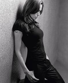 Sala66 — Angelina Jolie, por Lorenzo Agius, 2003