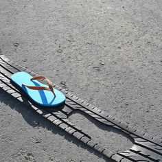 TireFlops: Footwear with upcycled tires by GomaVial | Please subscribe to my weekly newsletter at upcycledzine.com !#upcycle