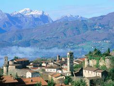 Mi Pueblo-Lucca-Toscana-Italia-Producciones Vicari.(Juan Franco Lazzarini)