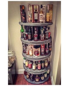 Wire Spool Shelf for liquor in your man cave. Plus 15 other spool ideas for around the house Wire Spool Shelf for liquor in your man cave. Plus 15 other spool ideas for around the house Whisky Regal, Wooden Wheel, Creation Deco, Wooden Spools, Wooden Spool Tables, Spools For Tables, Sewing Tables, Display Shelves, Display Ideas