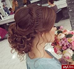 Hairstyles woman New: 10 pictures hairstyles that sublime this season Frisuren Frau Neu: 10 Bilder F Quince Hairstyles, Wedding Bun Hairstyles, Hairstyles 2018, Updo Hairstyle, Latest Hairstyles, Curly Hairstyles, Hairstyle Photos, Stylish Hairstyles, Woman Hairstyles