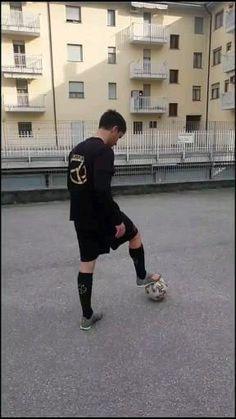 Soccer Footwork Drills, Football Training Drills, Football Workouts, Soccer Player Workout, Soccer Players, Football Soccer, Funny Soccer Pictures, Football Tricks, Ronaldo Goals