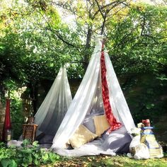 These beautiful zen dens are so simple to create & absolutely magical to curl up in! Just tie some vintage curtains to a tree and add a bunch of pillows & blankets Boom! You're set for some seriously lux chill time in under 10mins!