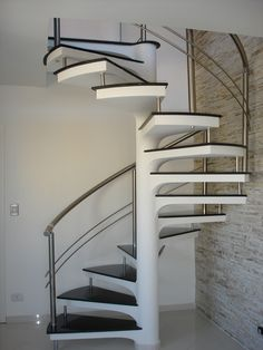 Risultati immagini per escada para espaço pequenos Home Stairs Design, Interior Stairs, House Design, Spiral Staircase Kits, Small Staircase, Steel Railing Design, Model House Plan, Building Stairs, Beautiful Stairs