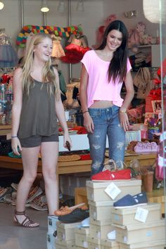 Kendall Jenner Clothes, love the color of the tank