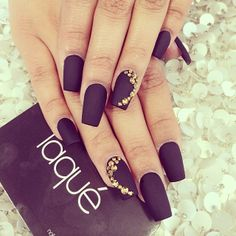 13 Plum Nails - It doesn't get much classier than this. Plum Nails, Matte Black Nails, Purple Nails, Gold Nails, Gold Manicure, Dark Nails, Hair And Nails, My Nails, Nail Art Strass