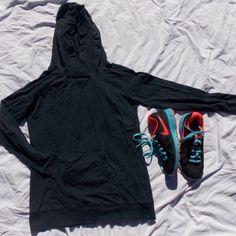1.99 ship! NIKE SWEATSHIRT Black nike sweatshirt! Says large but it has shrunk so it fits a small/medium Nike Sweaters V-Necks