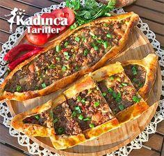 Etli Pide Tarifi Armenian Recipes, Turkish Recipes, Meat Recipes, Snack Recipes, Snacks, Recipies, Homemade Pizza Rolls, Turkish Kitchen, Meat Sandwich