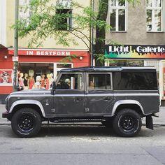 In Bestform. #schöneberg #landroverdefender #landielove #urbanbeasts #rangeroverlovers #rangerovers #carspotting #carporn #defender #berlincity #berlin #carsofberlin #landroversofberlin by landrovers_of_berlin In Bestform. #schöneberg #landroverdefender #landielove #urbanbeasts #rangeroverlovers #rangerovers #carspotting #carporn #defender #berlincity #berlin #carsofberlin #landroversofberlin