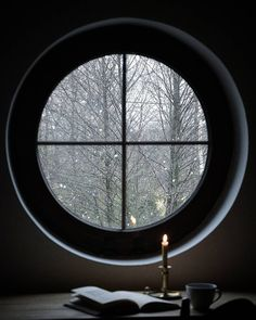 Love this window and the falling snow Rainy Window, Kill Switch, Interior Windows, California Cool, H & M Home, Window View, Warm Blankets, Through The Window, Facade House