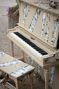 Street piano- love! The birch trees are cool!