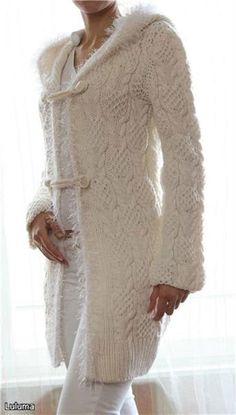 Пальто вязаное спицами с капюшоном