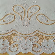 maria nancy castillo varon's statistics and analytics Cutwork Embroidery, Hand Embroidery Stitches, Machine Embroidery Designs, Embroidered Towels, Drawn Thread, Brazilian Embroidery, Cut Work, Linens And Lace, Heirloom Sewing