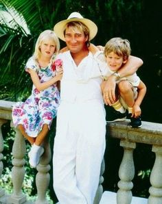 Rod Stewart and Children Rod Steward, Penny Lancaster, Queen Birthday, Love Your Family, Duke Of Cambridge, Bridesmaid Dresses, Wedding Dresses, Music Tv, Forever Young