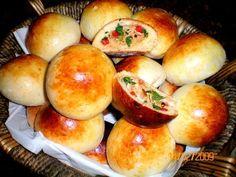 Aprenda a preparar a receita de Pãozinho de batata recheado com frango e catupiry