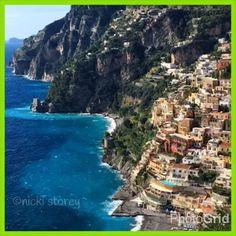 Simply Positano! #Positano #amalficoast #italy #italia #ig_amalficoast #ig_italia #vesuviocoast #costieraamalfitana #travel #view #wanderlust #igersitalia  #beautifuldestinations #seaview #natgeo #sunset #blue #condenasttraveler