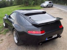 Porsche 928, i love the back but the front of the car is horrible