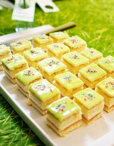 Omenaiset prinsessakakkupalat   Maku Sweet Recipes, Cake Recipes, Finnish Recipes, Sweet Bakery, Cake Bars, Recipes From Heaven, Desert Recipes, No Cook Meals, No Bake Cake