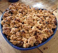 Appel-havermout-kruimel. vervang de boter door kokosolie/banaan, bloem door spelt of boekweit en suiker door honing/agave siroop