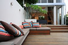 Fresh + modern inner city courtyard garden - Designhunter - Sustainable Architecture with Warmth & Texture