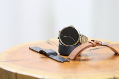Express your unique style with customizable bands perfect for everyday life or even formal events. With a variety of colors, the choice is yours with Moto 360.