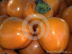 Kakis. Large persimmon. Snack. Market of fruit. Die Kakis. Die Dattelpflaume. Die frischen Früchte.