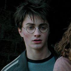 Untitled — HP and the Prisoner of Azkaban icons Harry James Potter, Bijoux Harry Potter, Daniel Radcliffe Harry Potter, Harry Potter Icons, Harry Potter Feels, Harry Potter Pictures, Harry Potter Aesthetic, Harry Potter Cast, Harry Potter Universal