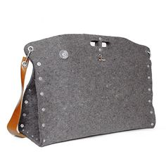 Carga 03 Messenger by Mauro Bianucci, on Yanko Design website.  I love felted wool and leather.