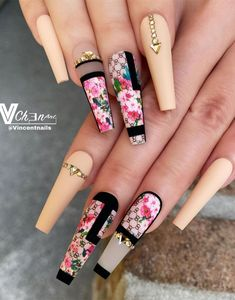 Pretty Nail Designs For Your Next Summer Manicure Drip Nails, Bling Acrylic Nails, Acrylic Nails Coffin Short, Summer Acrylic Nails, Best Acrylic Nails, Bling Nails, Swag Nails, Gel Nails, Gucci Nails