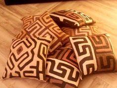 Per la tua casa,per l'amica o amico incontentabile, per la persona speciale..... Cuscini in antico bakuba congolese!!!! Fatti a mano, ogni pezzo è un pezzo unico!!!