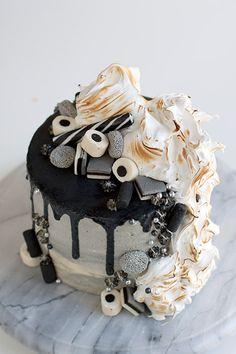 Gorgeous Cakes, Amazing Cakes, 14th Birthday Cakes, Chocolate Hazelnut Cake, Cupcakes, Drip Cakes, Piece Of Cakes, Desert Recipes, Yummy Cakes