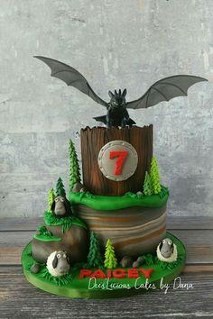 63 Ideas for birthday party food train cake ideas Dragon Birthday Cakes, Dragon Birthday Parties, Dragon Cakes, Dragon Party, 70 Birthday Cake, Birthday Ideas, Toothless Party, Toothless Cake, Bolo Sonic