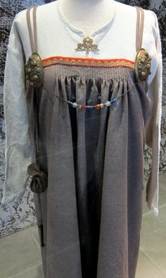 Viking woman: Clothing: Reconstruction of the Køstrup smokkr