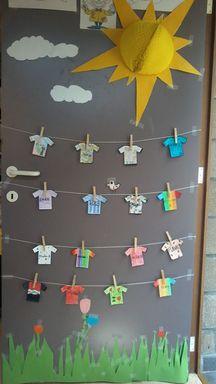 - En attendant le soleil… En attendant le soleil… Plus Preschool Color Crafts, Crafts For Kids, Art For Kids, Decoration Creche, Class Decoration, Fall Classroom Decorations, Classroom Fun, Arabic Decor, Elementary Art