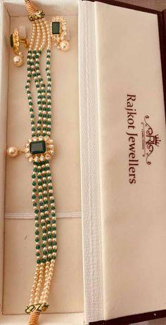 Pearl Necklace Designs, Jewelry Design Earrings, Gold Earrings Designs, Bead Jewellery, Pearl Jewelry, Pendant Jewelry, Jewelry Sets, Beaded Necklace, Women Jewelry