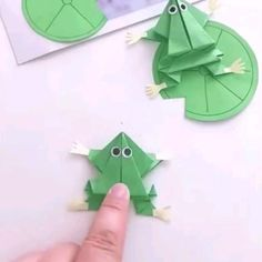 Very beautiful thanks good see easy step by step Paper Flowers Craft, Paper Crafts Origami, Paper Crafts For Kids, Diy Paper, Fish Paper Craft, Instruções Origami, Origami Love, Diy Crafts Hacks, Diy Crafts For Gifts